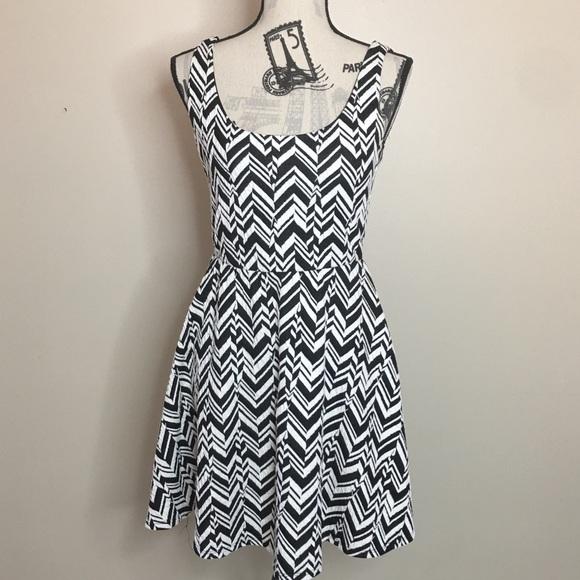 d63b1b202c Dee Elle Dresses & Skirts - 🚨Final Price🚨 Nordstrom Dee Elle Chevron Dress  M